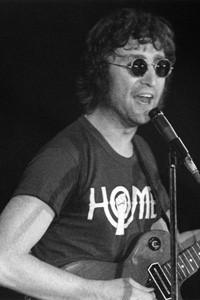фото футболки Джона Леннона