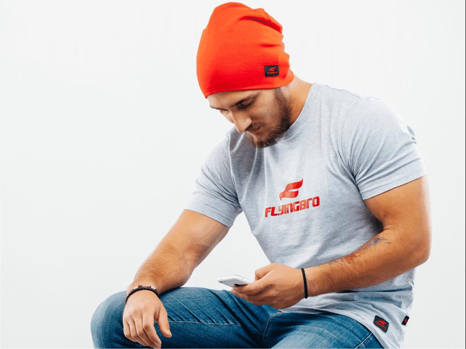 фото шапки и футболки Flyingbro