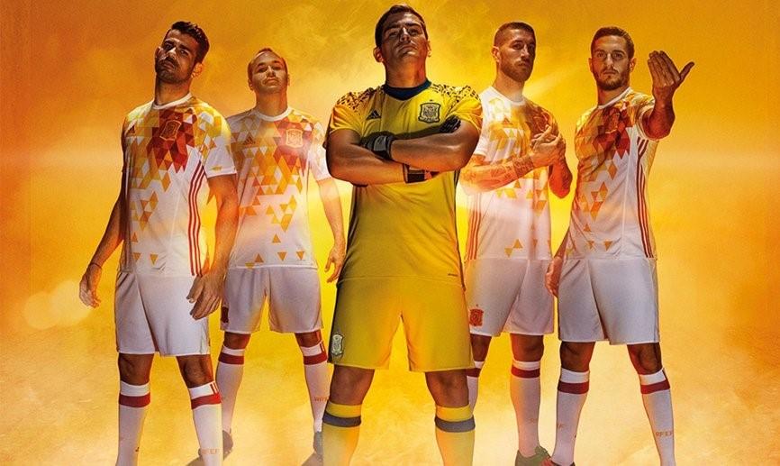 фото футболки футбольной формы сборной испании