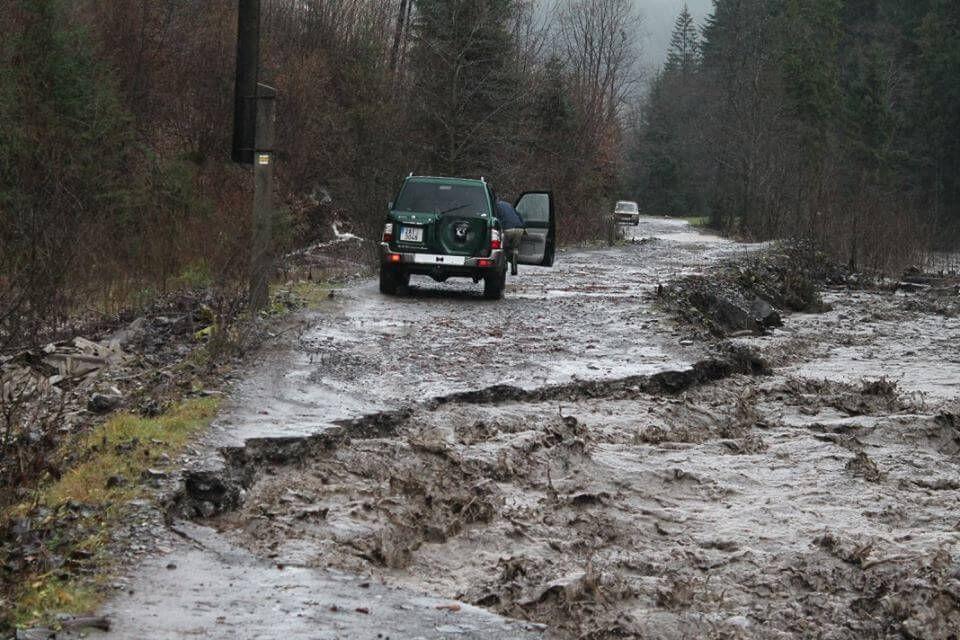 Дорога на Драгобрат: селевые потоки смыли путьи