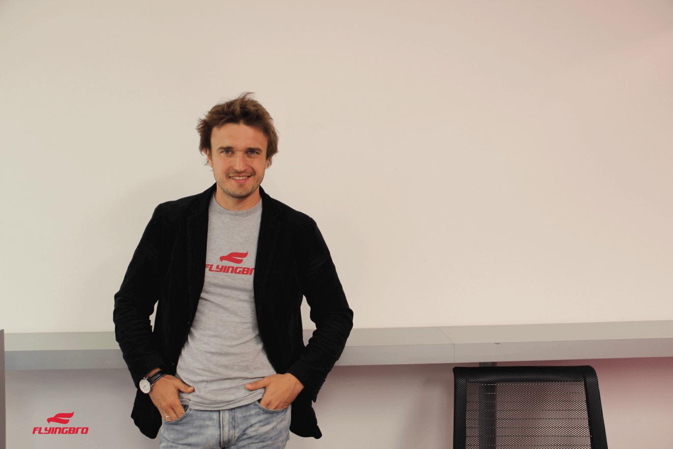 Прикольная футболка и пиджак: как носить их вместе