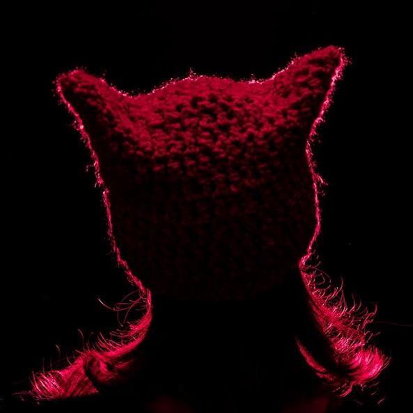 Трамп, штучні вагіни і протест: що примушує феміністок купити шапку рожеву