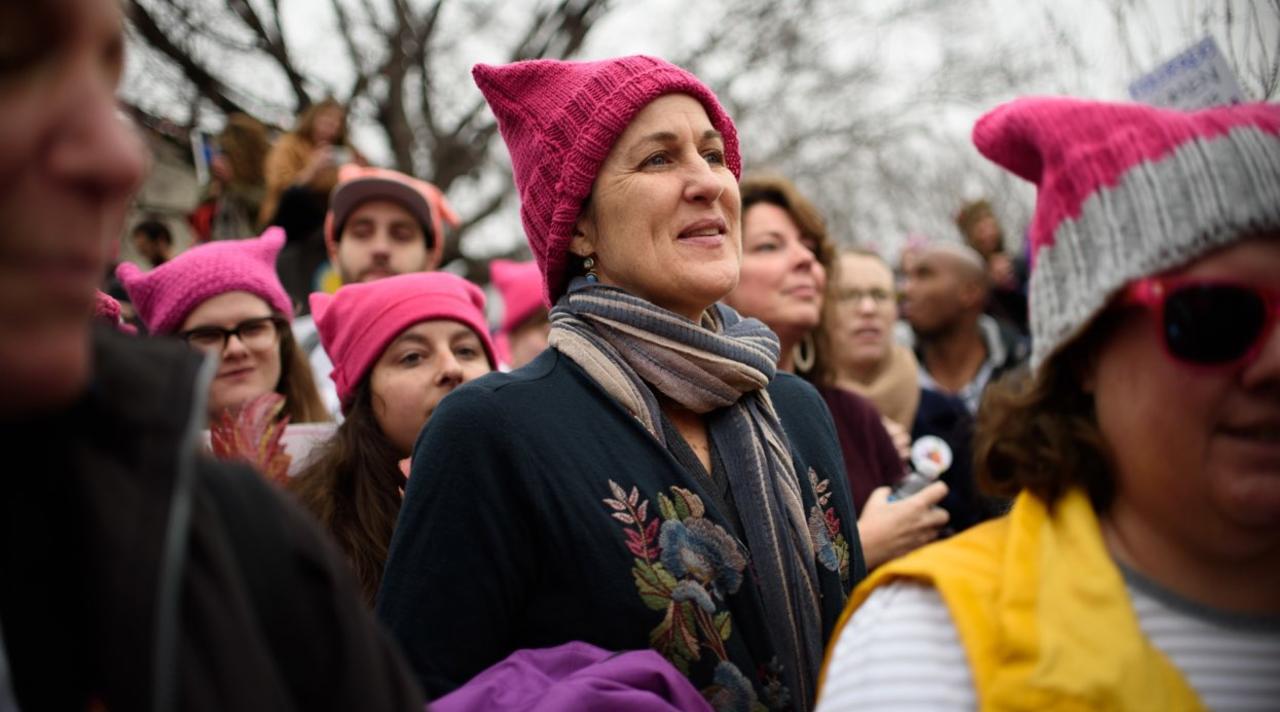 Розовая женская шапка – символ женского марша против Трампа
