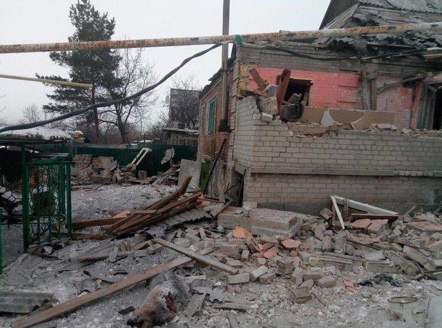 Зимние шапки, лекарства, деньги: Авдеевке помогает вся Украина