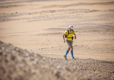 Спортивная шапка, шорты, победы в марафонах: как умирающий доходяга превратился в великого спортсмена