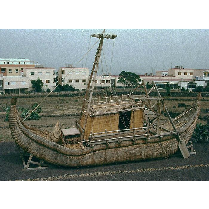 тур-хейердал-его-лодка-Ра2